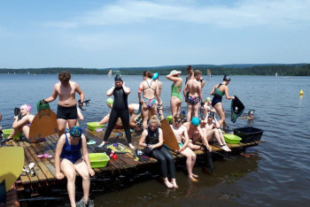 Mistrovství Česka v distančním plavání s ploutvemi pokračovalo závody na Velkém Dářku